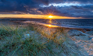 Обои Англия Пейзаж Рассветы и закаты Побережье Камень Облака Солнце Bournemouth