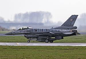 Обои Самолеты F-16 Fighting Falcon Истребители Сбоку F-16C Авиация