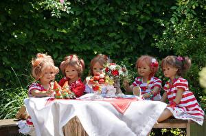 Фотографии Германия Парки Букеты Клубника Девочки Кукла Grugapark Essen