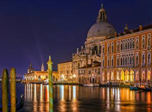 Фотографии Италия Здания Пирсы Венеция Водный канал Ночные