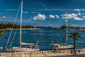 Обои Италия Причалы Парусные Небо Яхта Залив Brindisi Puglia Природа