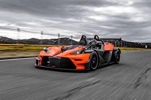 Фото КТМ Оранжевая Едущий 2016 X-Bow RR машины