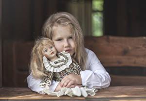 Фотография Девочки Блондинка Кукла Взгляд Русые Ребёнок
