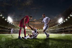 Фото Мужчины Футбол Втроем Стадион Трава Униформа