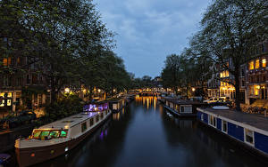 Фотография Нидерланды Амстердам Пристань Дома Вечер Речные суда Водный канал Города