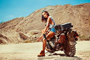 Фото Пистолеты Мотоциклист Очки Девушки Мотоциклы