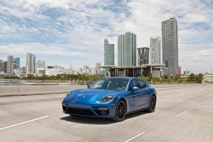 Картинки Порше Синий 2017 Panamera Turbo Автомобили