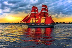 Картинка Парусные Море Рассветы и закаты Корабли Красный
