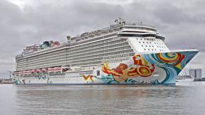 Картинки Корабли Круизный лайнер Море Norwegian Getaway