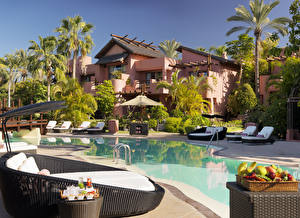 Картинки Испания Вилла Курорты Канарские острова Плавательный бассейн Лежаки Пальмы Tenerife город