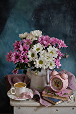 Фотографии Натюрморт Букеты Хризантемы Часы Кофе Кувшин Книга Чашка Еда Цветы