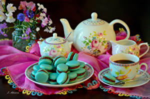 Картинка Натюрморт Чайник Чай Букеты Чашка Макарон Тарелка Еда