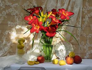 Фото Натюрморт Лилии Персики Яблоки Ваза Цветы