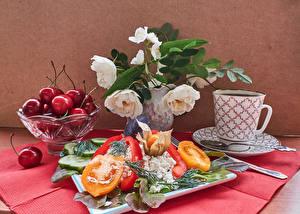 Картинки Натюрморт Розы Черешня Творог Томаты Перец Чашка Ложка Продукты питания