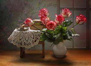 Картинка Натюрморт Розы Ваза Стол Чашка Цветы