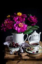 Картинки Натюрморт Майоры Вишня Чайник Чай Черный дворянин Чашка Кувшин Цветы Еда