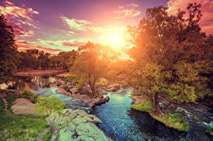 Картинка Рассветы и закаты Реки Камень Пейзаж Деревья Природа