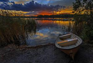 Картинка Швеция Рассветы и закаты Речка Лодки Пирсы Облака Природа
