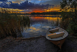 Картинка Швеция Рассветы и закаты Река Лодки Пирсы Облака Природа