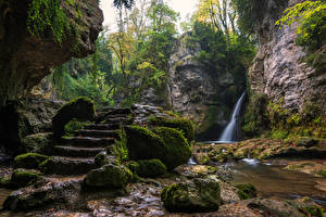 Картинка Швейцария Водопады Камни Лестница Мох Скала