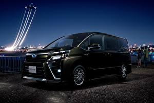 Фотографии Toyota Черный 2017 Voxy ZS Hybrid машины