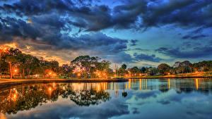 Фотографии Штаты Вечер Небо Парки Пруд Флорида Деревья Уличные фонари Облака Tarpon Springs