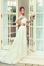 Фотографии Невеста Платье Смотрит