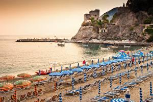 Обои Берег Италия Лигурия Пляже Лежаки Зонтом Monterosso al Mare Города