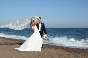 Фотография Берег Море Мужчины Свадьба Жених Невеста Ветер Девушки