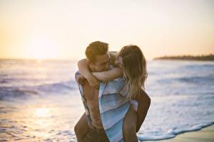 Обои Влюбленные пары Мужчина Любовь Радостный Свидании девушка