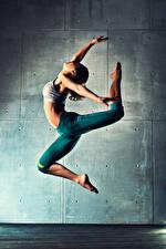 Обои Танцует Физическое упражнение Ног Прыжок молодые женщины Спорт