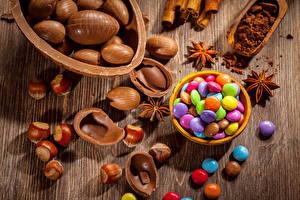 Картинки Пасха Шоколад Конфеты Яйца Продукты питания