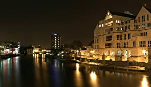 Картинки Англия Здания Речка Ночные Уличные фонари York