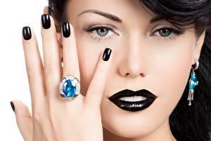 Картинка Пальцы Руки Маникюр Мейкап Черный Лицо Кольцо Модель Взгляд Нос Девушки