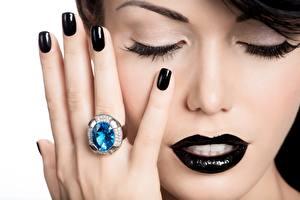 Фото Пальцы Мейкап Маникюр Кольцо Руки Черный Лицо Модель Девушки