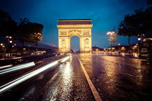 Картинка Франция Дороги Арка Ночные Улица Едущий Париж Arc de Triomphe Города