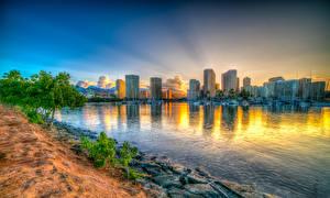 Картинка Здания Рассветы и закаты Берег Гавайи Залив HDRI Honolulu Города