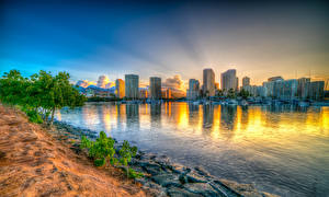 Картинка Здания Рассветы и закаты Побережье Гавайские острова Заливы HDR Honolulu Города
