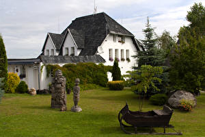 Обои Литва Дома Скульптуры Ели Kretinga город