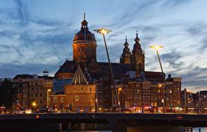 Фотографии Нидерланды Амстердам Здания Мосты Вечер Уличные фонари