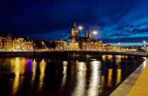 Картинка Нидерланды Амстердам Здания Реки Мосты Ночь Уличные фонари