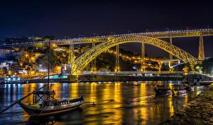 Фото Португалия Порту Речка Мосты Лодки Уличные фонари Ночные