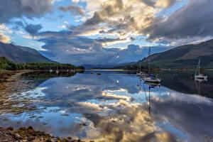 Картинка Шотландия Озеро Небо Парусные Лодки Облачно Отражение Loch Leven Природа