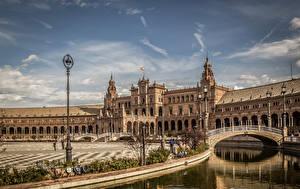 Фотография Испания Речка Мосты Дворец Уличные фонари Seville Andalusia