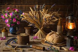 Фотография Натюрморт Хлеб Керосиновая лампа Букеты Космея Колосья Кружка Еда