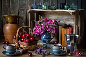 Фотография Натюрморт Душистый горошек Вишня Чайник Ваза Кувшин Корзинка Чашка Книга Продукты питания Цветы