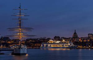 Фото Швеция Стокгольм Корабли Парусные Круизный лайнер Залив Ночь