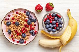 Обои Сладости Мюсли Черника Клубника Бананы Доски Завтрак Пища