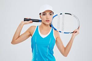 Обои Теннис Серый фон Майка Руки Кепка Взгляд Девушки Спорт