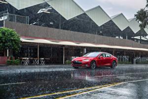 Фотографии Тесла моторс Дождь Красные 2012-14 Model S P85 авто